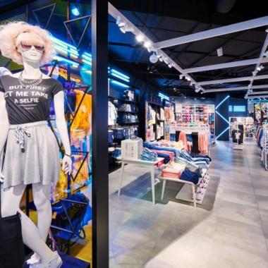 华沙Sinsay女性服装专卖店空间创意设计11889.jpg