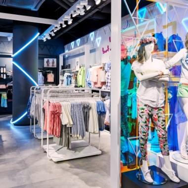 华沙Sinsay女性服装专卖店空间创意设计11896.jpg