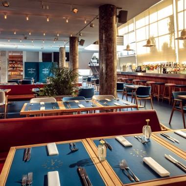 候車大廳內的酒吧餐廳,布達佩斯  81font4194.jpg