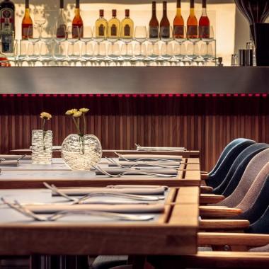 候車大廳內的酒吧餐廳,布達佩斯  81font4197.jpg