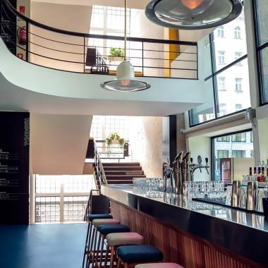 候車大廳內的酒吧餐廳,布達佩斯  81font4201.jpg