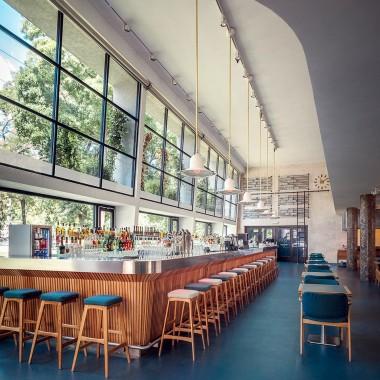 候車大廳內的酒吧餐廳,布達佩斯  81font4202.jpg