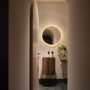 極簡主義外表與豐富內在,上海蓮花酒吧  OFFICE AIO4472.jpg